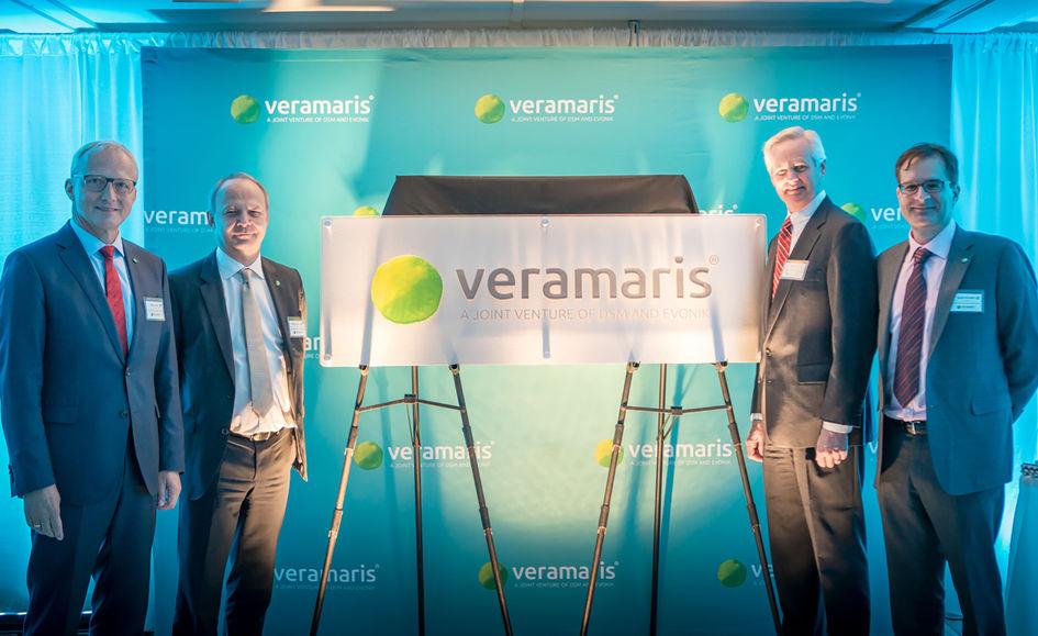Unveiling the new Veramaris-sign for the Blair facility: Reiner Beste (Evonik), Christoph Goppelsroeder (DSM), Lieutenant Governor of Nebraska Mike Foley, and Karim Kurmaly (Veramaris).